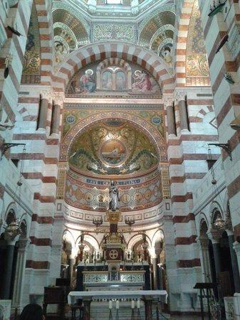 Basilique Notre Dame de la Garde: Церковь внутри