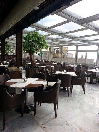 Darkhill Hotel: Rooftop restaurant