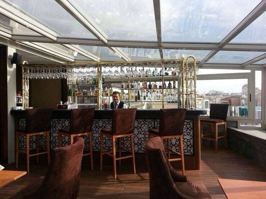 Darkhill Hotel : Rooftop bar