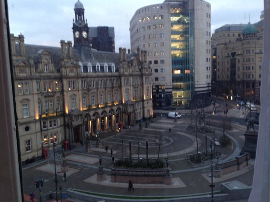The Queens - Leeds: View from window! Very central!