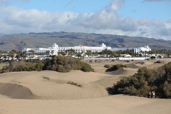 Hotel Riu Palace Maspalomas: No getting lost in the dunes! - hotel visible from just about everywhere