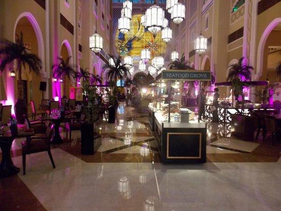 Movenpick Ibn Battuta Gate Hotel Dubai : Brunch