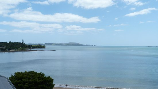 Blue Pacific Apartments Paihia: View over Bay and Waitangi Treaty Grounds from Bedroom Balcony