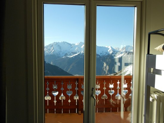 Hotel Le Petit Prince : doors to balcony