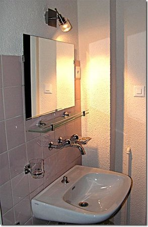 Hotel St-Gervais: Bathroom