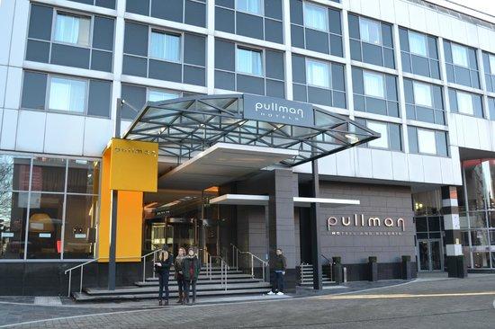 Pullman London St Pancras Hotel: entrée de  l'hôtel