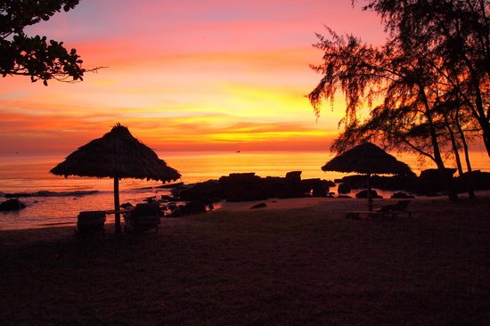 Mango Bay Resort : Sunset as seen from the spa