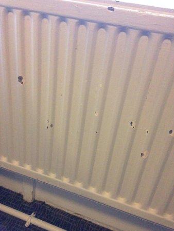 Grange Strathmore Hotel: Paint peeling off of radiator