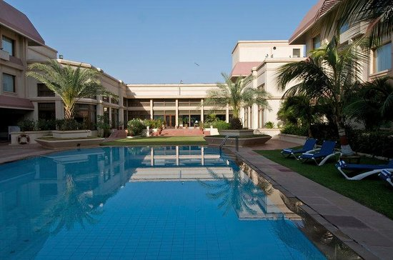 The Gateway Hotel Ummed Ahmedabad: Gateway Ahmedabad Enter Pool