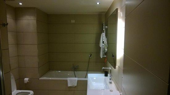 Milan Suite Hotel: bagno