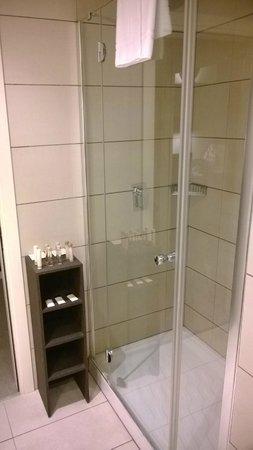 Milan Suite Hotel: doccia