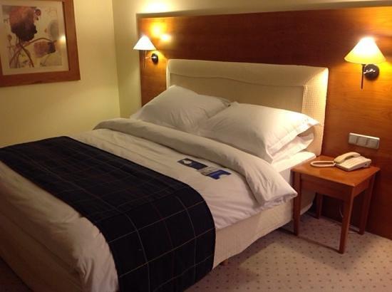 Radisson Blu Grand Hotel, Sofia : bequemes Bett