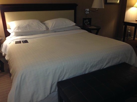 Sheraton Fort Worth Downtown Hotel: Ok bed