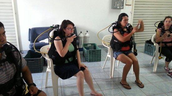 Media Luna School of Diving: Aprendiendo técnicas básicas vgrt