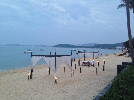 Hansar Samui Resort: Beach dining