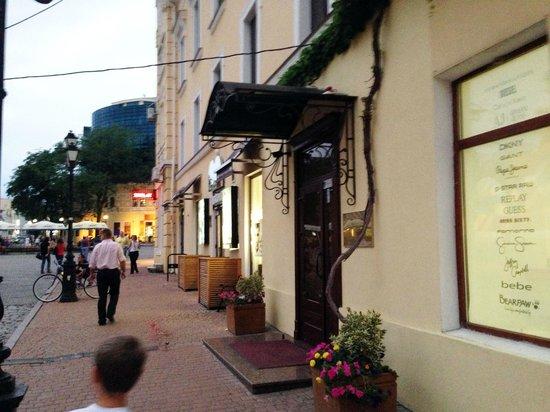 Royal Street: Вход