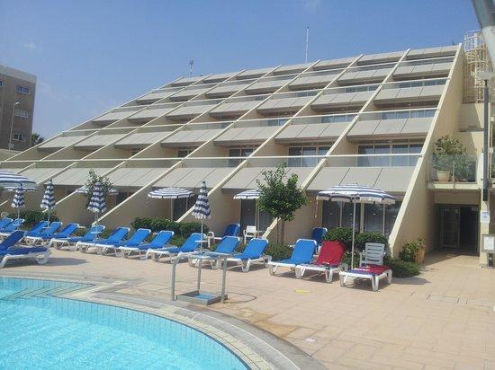 St Raphael Resort : executive pool