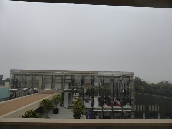 The Oberoi, Gurgaon : View of Lobby from Guest Floor