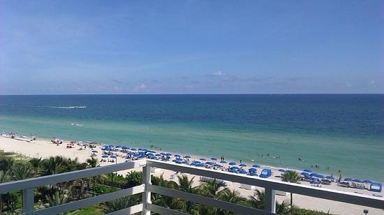Fontainebleau Miami Beach: oceanview balcony room