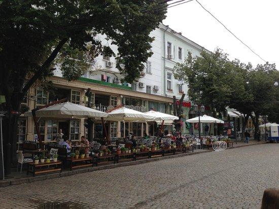 Rue Deribasovskaya : Вид на кафе