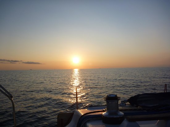 Nausail Yacht Charters: Calming SunSet in the Aegean