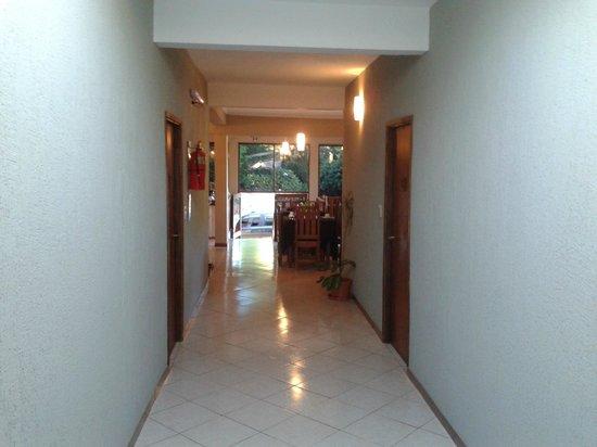 Yreta Hotel: Quartos de cima, juntos à recepção e restaurante.