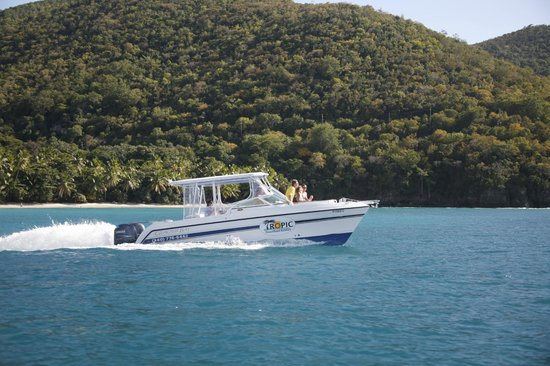 Tropic Power Boat Rentals: Our half top with adjustable enclosure will keep you nice and dry during the occassional rain