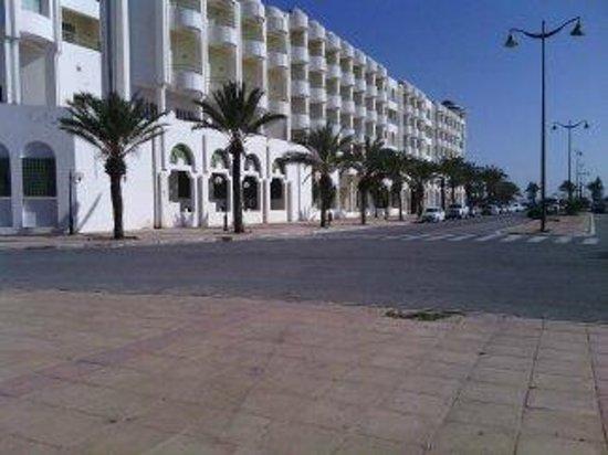 El Mouradi El Menzah: L'hôtel vu de l'extérieur