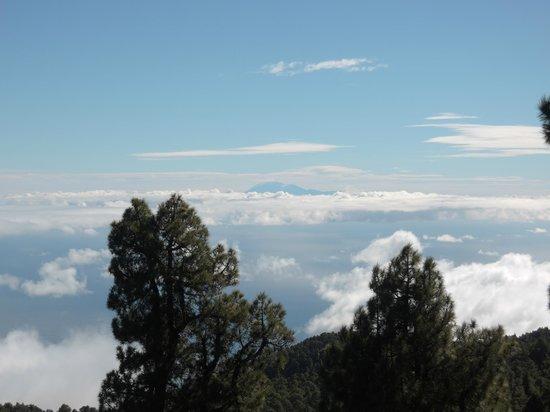 Roque de los Muchachos: Im Hintergund der Pico del Teide auf Teneriffa