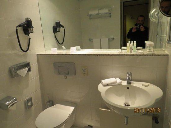 Hotel Crowne Plaza Berlin City Centre: Ванная