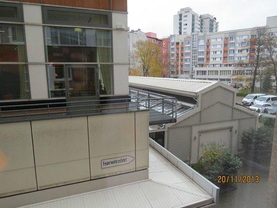 Hotel Crowne Plaza Berlin City Centre: Вид из номера