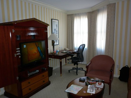 The Orchard Hotel: TV & Desk