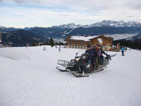 Berggasthof Latschenhof : Der Sepp (Inhaber) hat uns mit dem Skido geholt.