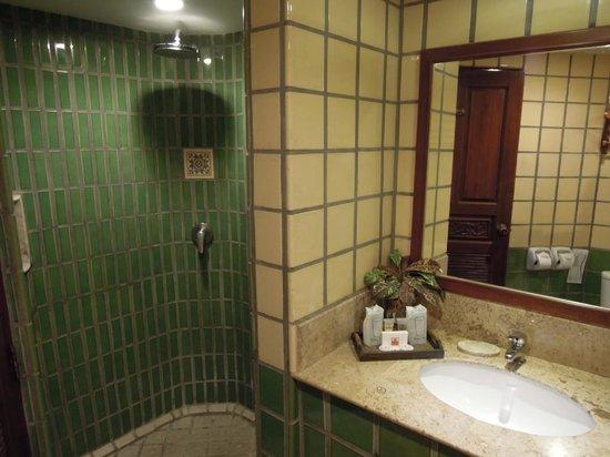 Pacific Club Resort : バスタブもありますが別のシャワーブースで十分でした