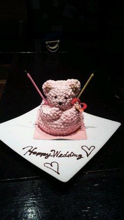 Takefue: 結婚祝いのくまサンのケーキです。 可愛いうえにおいしかった~♡