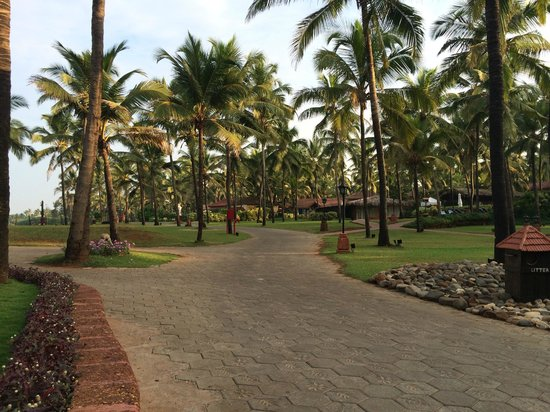 Vivanta by Taj - Holiday Village, Goa: The pathway at the Holiday Village