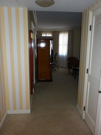 The Orchard Hotel: Hallway