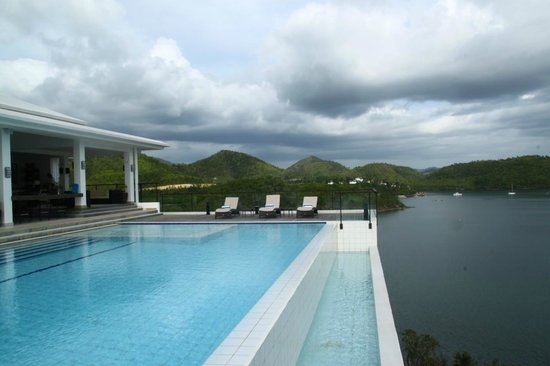 Busuanga Bay Lodge: infinity pool cascading to Busuanga Bay