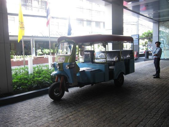 Four Points By Sheraton Bangkok, Sukhumvit 15: Free tuk tuk transfer