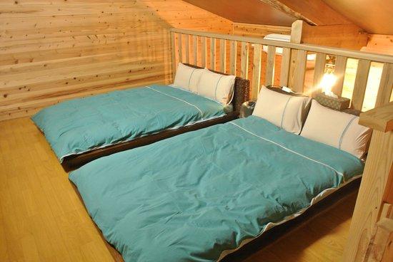 Pension Hala: ロフトのベッドルーム