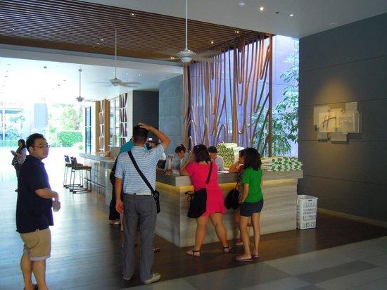 Holiday Inn Express Phuket Patong Beach Central: レセプションエリア