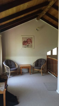 William Bay Country Cottages: Splendid Wren upstairs sitting area
