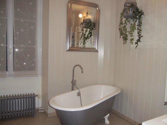 L'Interfaces Chambres d'Hotes : Salle de bains à l'ancienne mais tout confort
