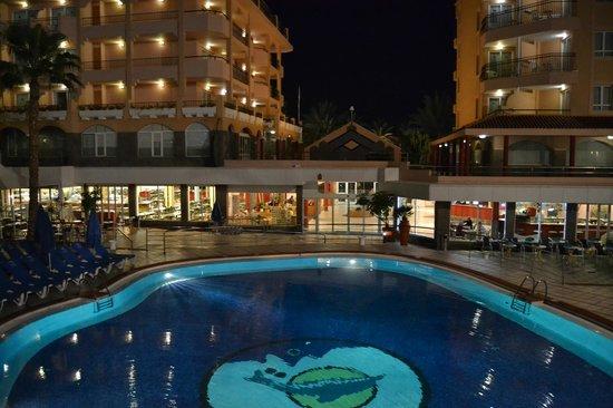 Dunas Mirador Maspalomas: Pool area, dining