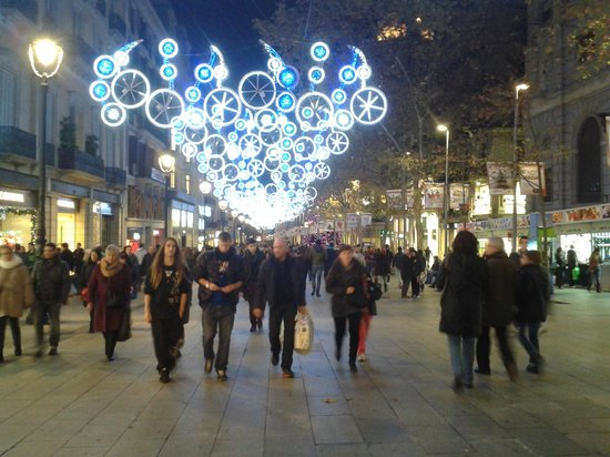 Royal Ramblas Hotel : The La Rambla street outside the hotel