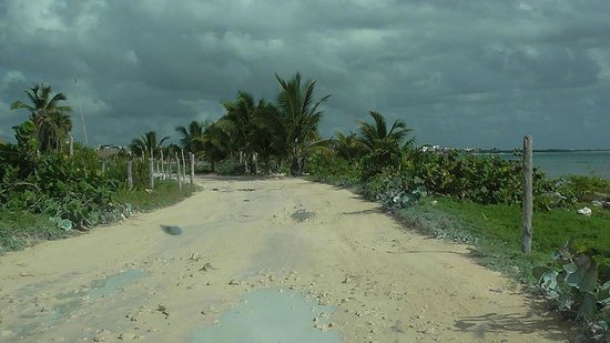Balamku Inn on the Beach: Access road slow to and from Mahahual