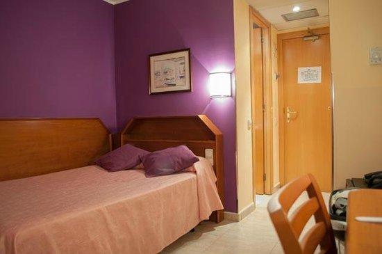 Hotel Cortes: Habitación
