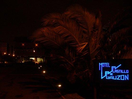 Hotel Castillo de Gauzón: A nightly welcome