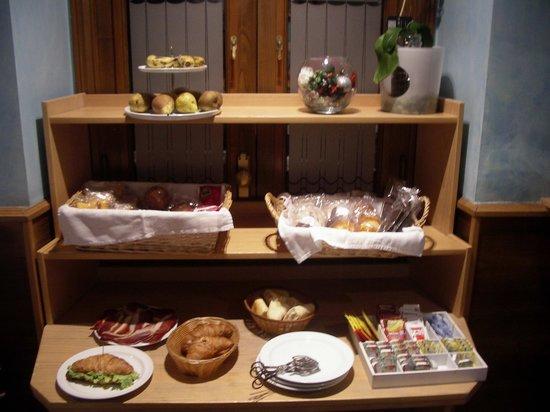 Hotel Castillo de Gauzón: Breakfast
