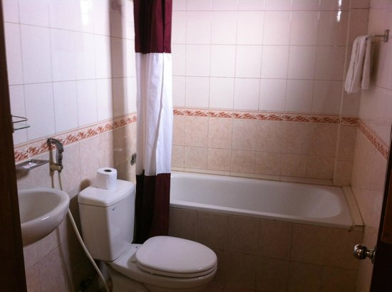 Hoa My Hotel: baignoire